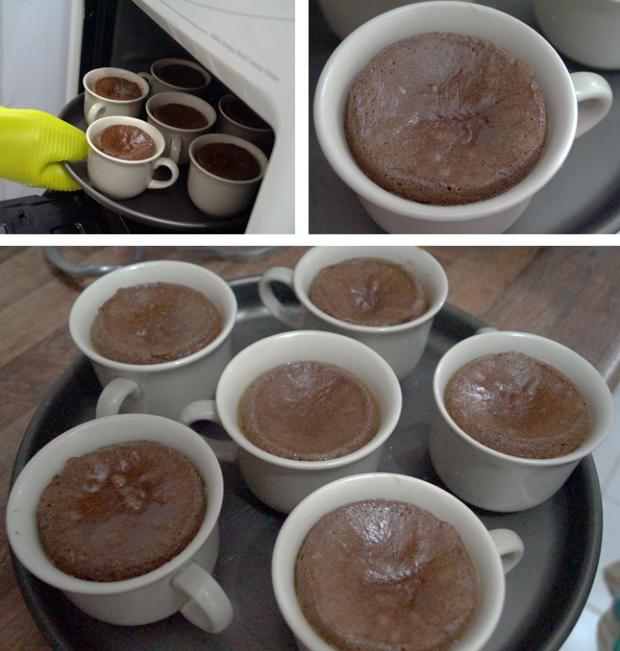 Lava Cake na Caneca - Tirando do forno
